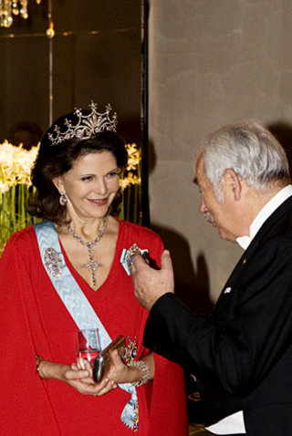 Her Majesty Queen Silvia and Peter Grünberg at the Nobel Banquet