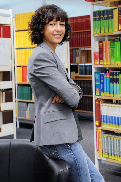 150831 Emmanuelle Charpentier Portrait Hallbauer&Fioretti 1367