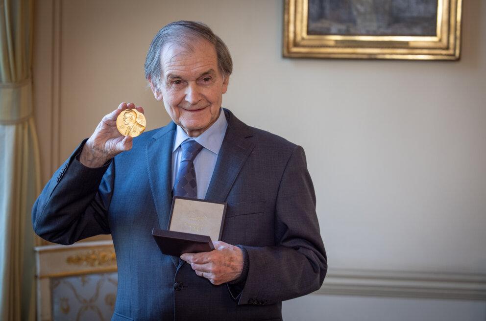 Roger Penrose receiving his NobelRoger Penrose showing his Nobel Prize medal.