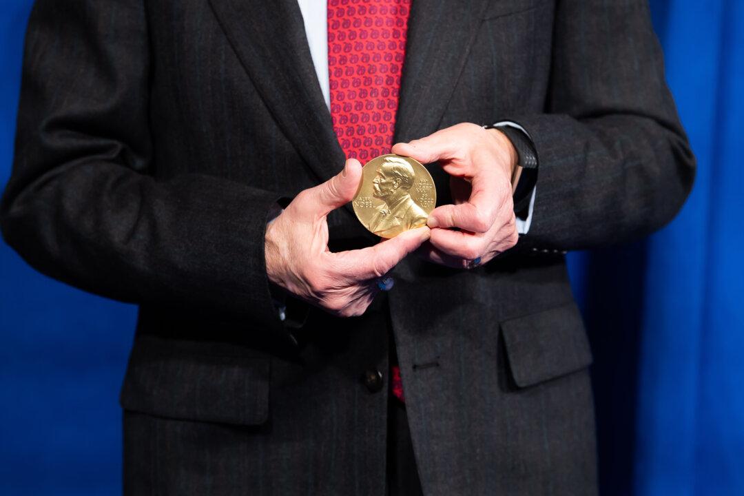 Harvey J. Alter showing his Nobel Prize medal.