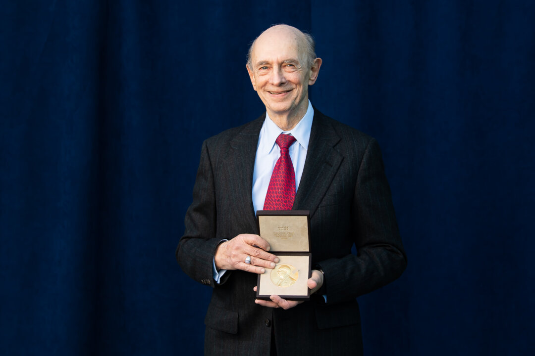 Hervey J. Alter receiving his Nobel Prize