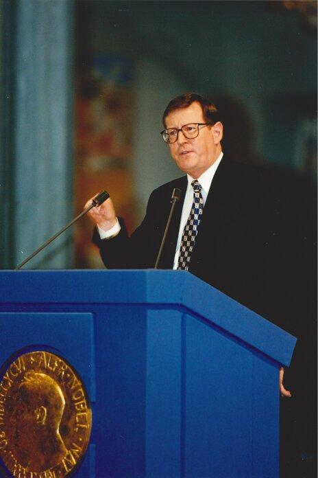David Trimble delivering his Nobel Peace Prize Lecture.