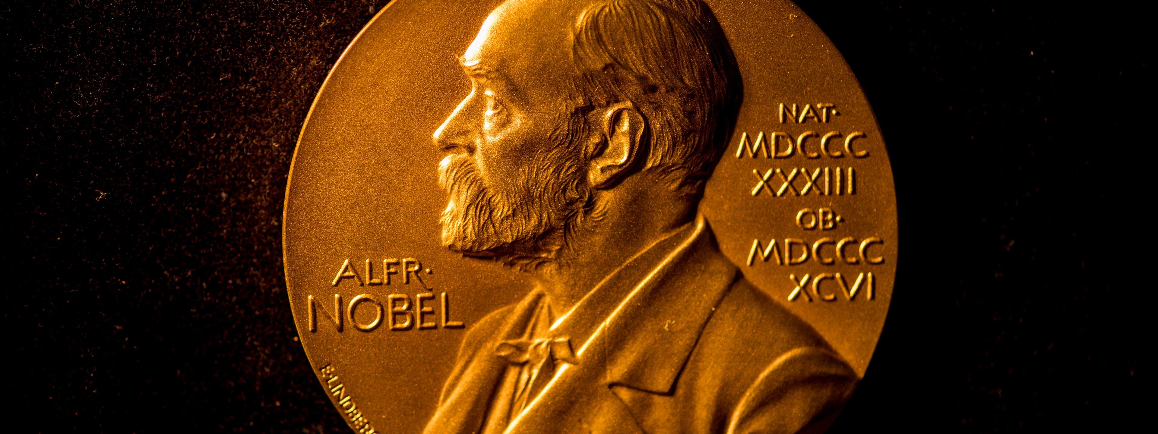 Nobel Medal (28)