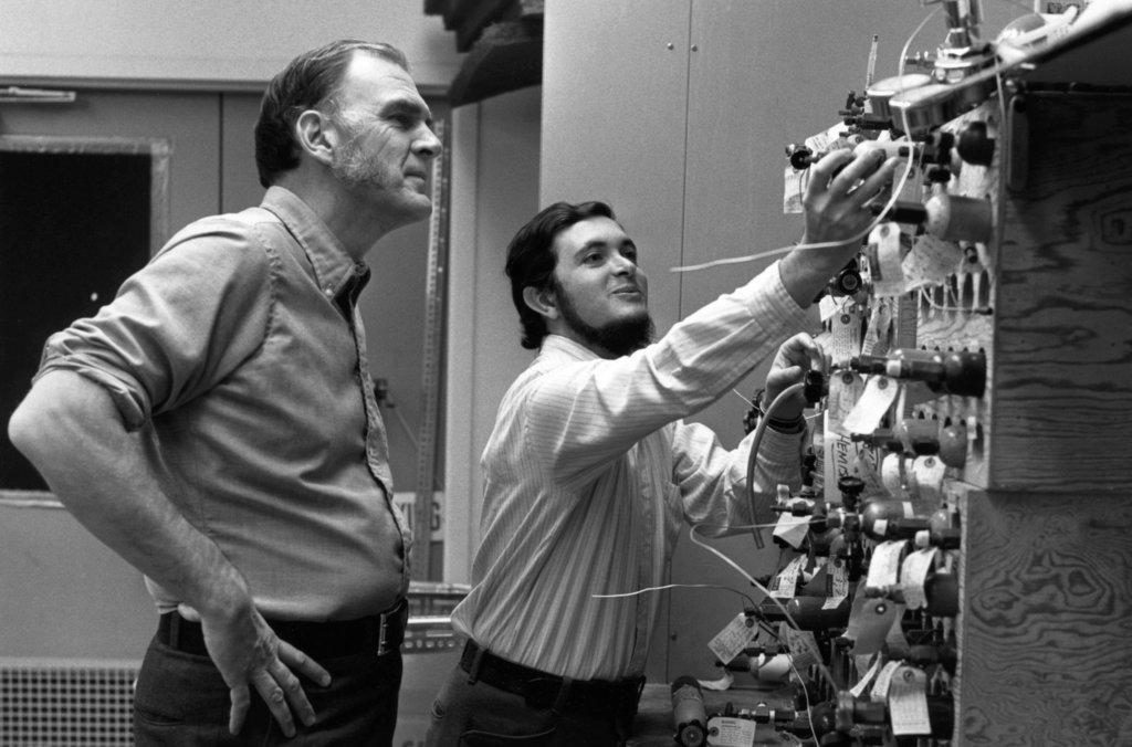 Sherwood Rowland and Mario Molina at work.