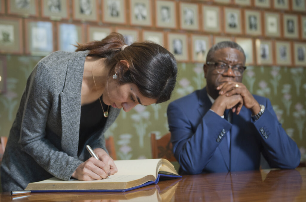 Murad Mukwege signing guestbook