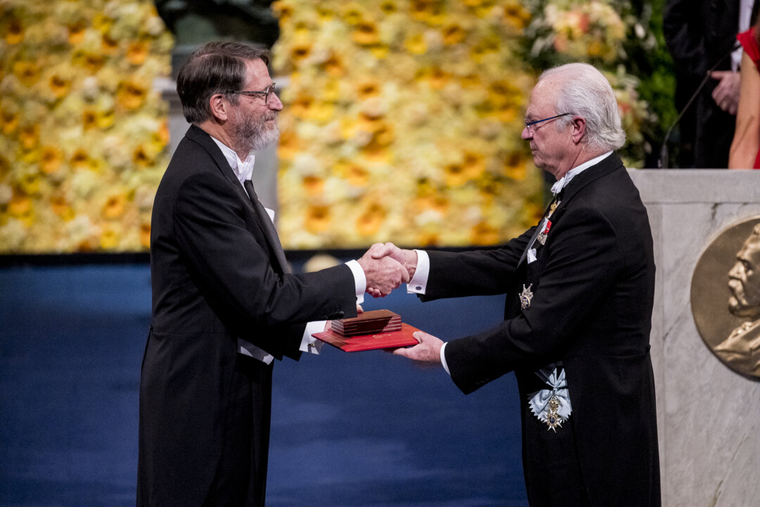 George P. Smith receiving his Nobel Prize