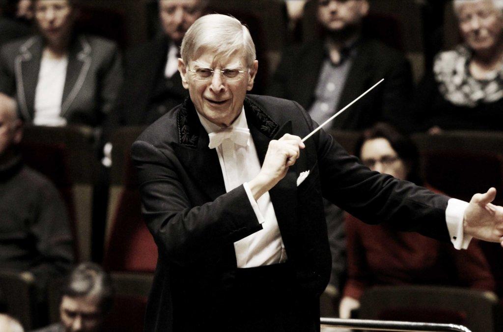 Herbert Blomstedt Dirigierend 1
