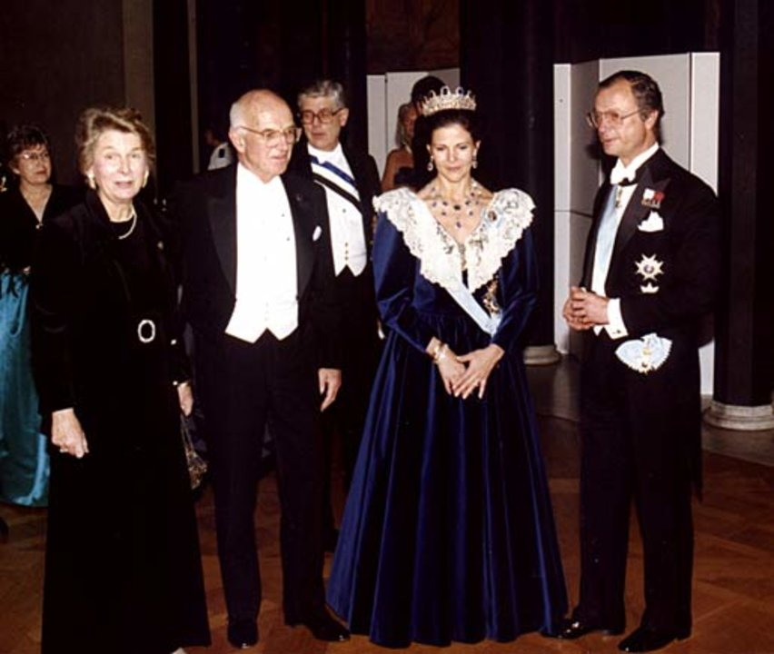 Joseph E. Murray and his wife, Bobby, with Their Majesties King Carl XVI Gustaf (right) and Queen Silvia of Sweden (second from right) at the Nobel Banquet in the Stockholm City Hall, Sweden, on 10 December 1990.