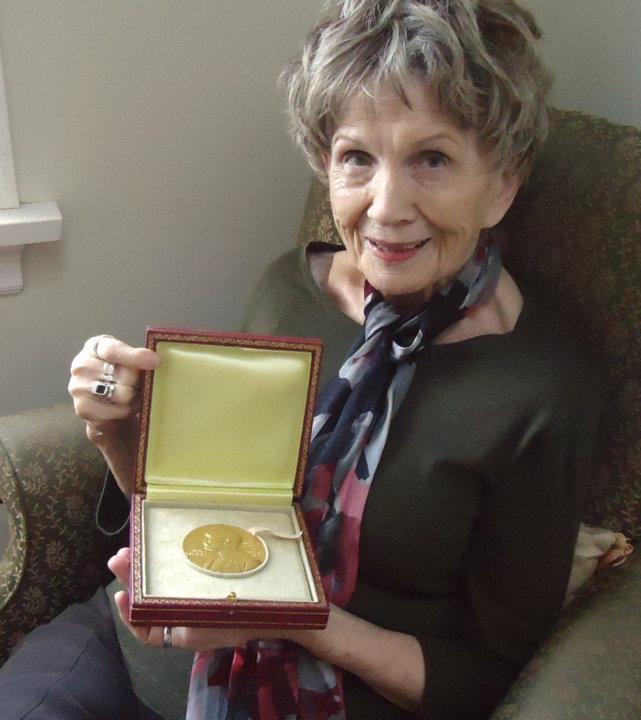 Alice Munro with her Nobel Medal. Photo: Sheila Munro, Copyright © The Nobel Foundation