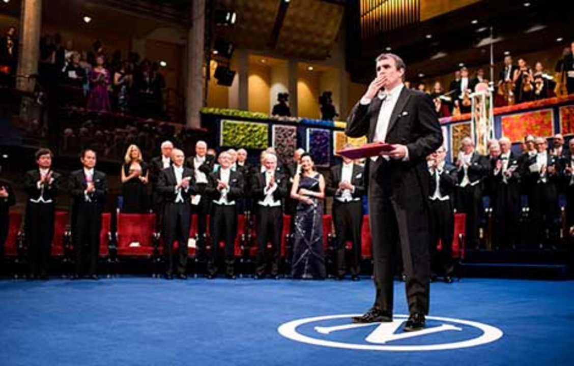 Eric Betzig blew a kiss at the Nobel Prize Award Ceremony at the Stockholm Concert Hall, 10 December 2014.