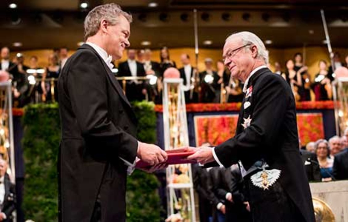 Edvard I. Moser  receiving his Nobel Prize from His Majesty King Carl XVI Gustaf of Sweden