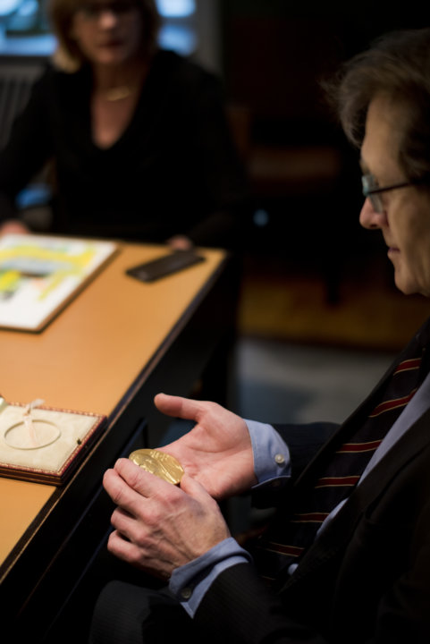 Bernard L. Feringa takes a closer look at his Nobel Medal during his visit to the Nobel Foundation.