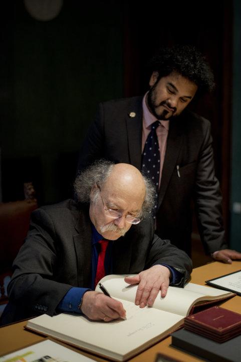 F. Duncan M. Haldane signs the Nobel Foundation's guest book