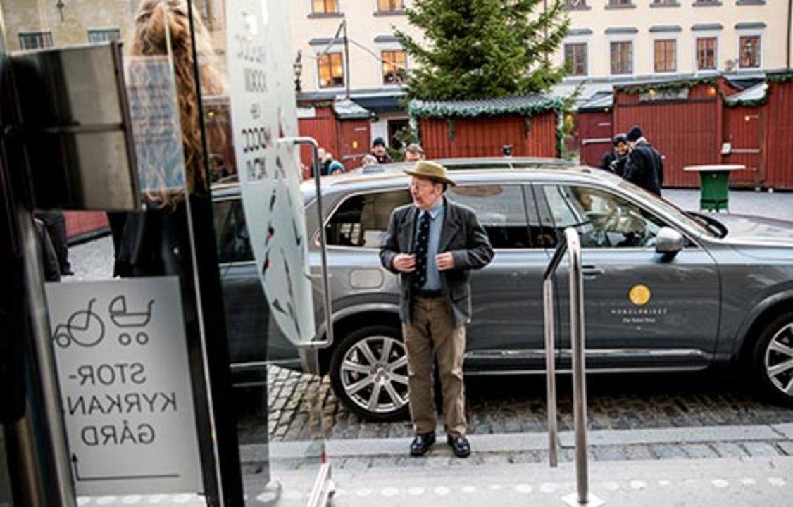 Jeffrey C. Hall arrives at the Nobel Museum