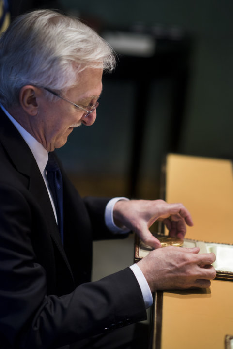 Paul Modrich takes a closer look at his Nobel Medal during his visit to the Nobel Foundation on 12 December 2015. On this occasion, the Laureates retrieve the Nobel diploma and Medal, which have been displayed in the Golden Hall of the City Hall following the Nobel Prize Award Ceremony. The Laureates also discuss the details concerning the transfer of their prize money.