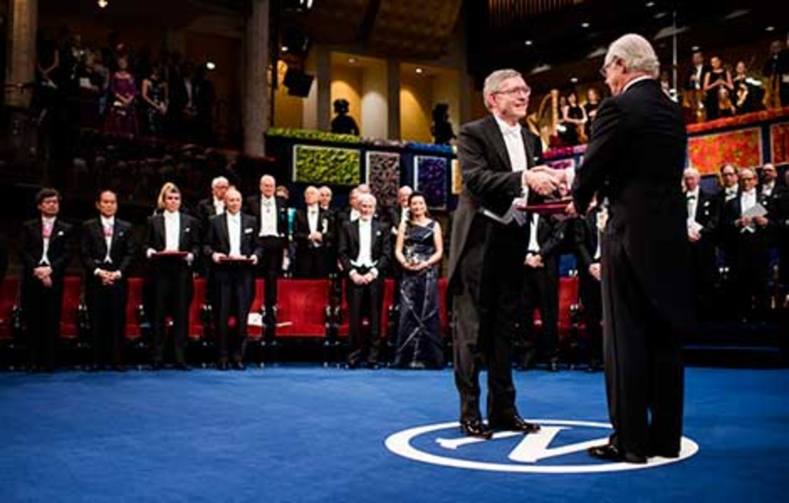William E. Moerner  receiving his Nobel Prize from His Majesty King Carl XVI Gustaf of Sweden