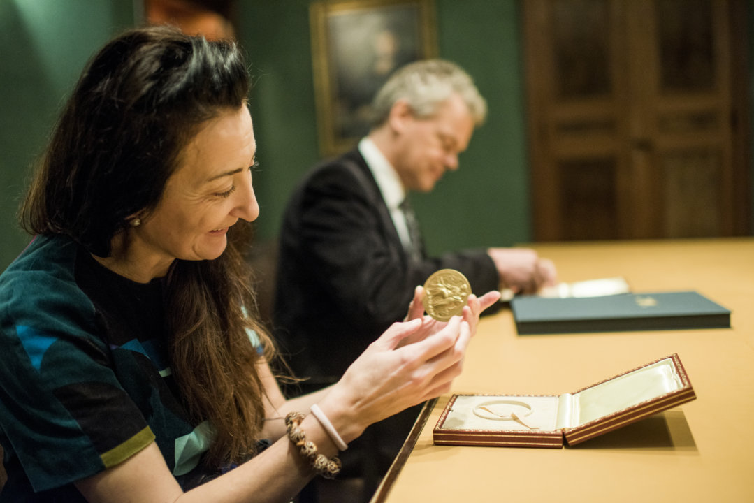 May-Britt and Edvard I. Moser examining their Nobel Medals during their visit to the Nobel Foundation, on 12 December 2014.