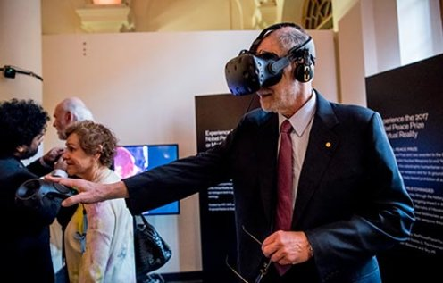 Michael Rosbash tries the VR installation at the Nobel Museum