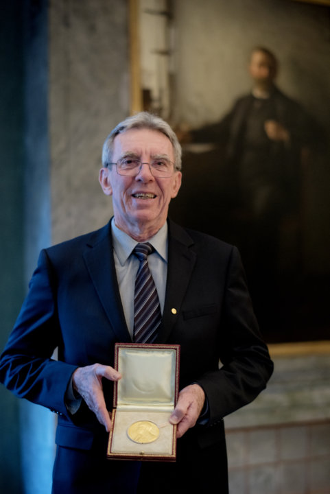 Jean-Pierre Sauvage showing his Nobel Medal
