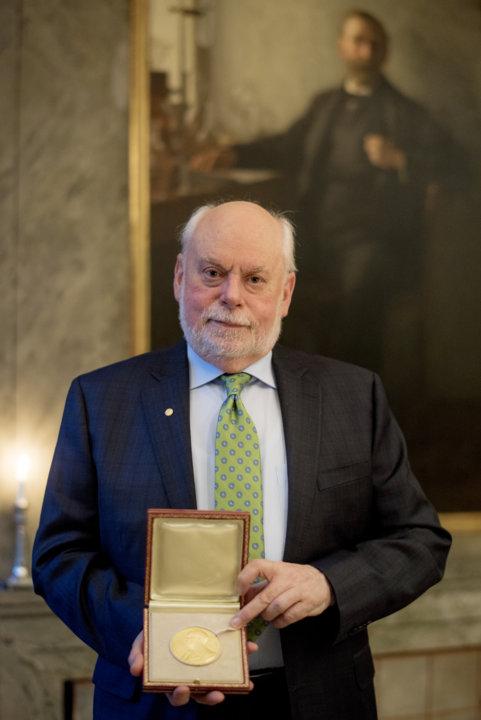 Sir J. Fraser Stoddart showing his Nobel Medal