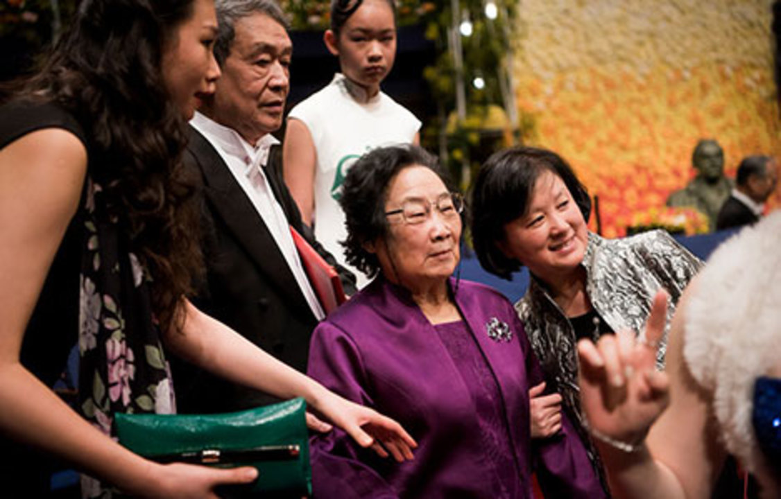 Youyou Tu with relatives after the Nobel Prize Award Ceremony.