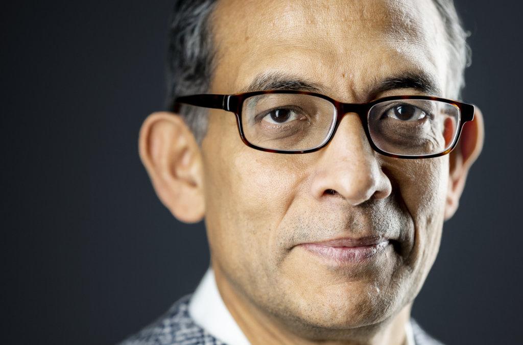Abhijit Banerjee official Nobel portrait