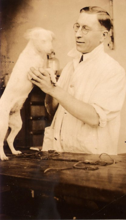 Frederick Banting with dog. Creative commons CC-BY-4.0, via Wikimedia Commons