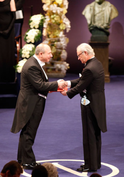 Bruce A. Beutler receiving his Nobel Prize from His Majesty King Carl XVI Gustaf