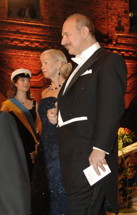 Bruce A. Beutler arrives at the Nobel Banquet accompanied by Psychiatrist Ylwa Westerberg