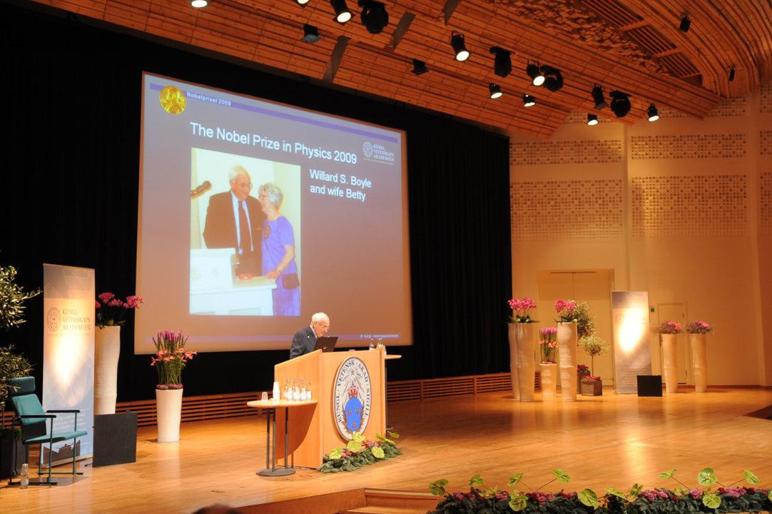 Willard S. Boyle delivering his Nobel Lecture