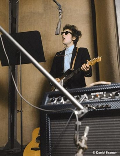 Bob Dylan recording his first electric songs. Copyright © Daniel Kramer/courtesy of TASCHEN