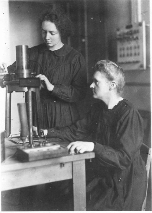 Marie Curie and her daughter Irène in the laboratory