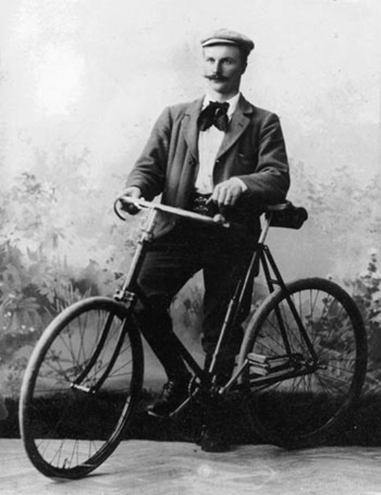 Gustaf Dalén and his bicycle in a studio photo, 1895.  Public domain via Wikimedia Commons
