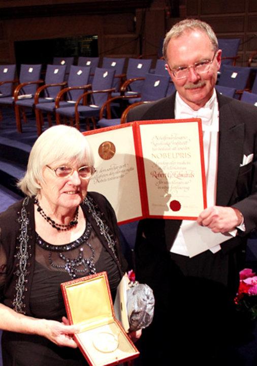 Mrs Ruth Edwards showing the Nobel diploma of Robert G. Edwards