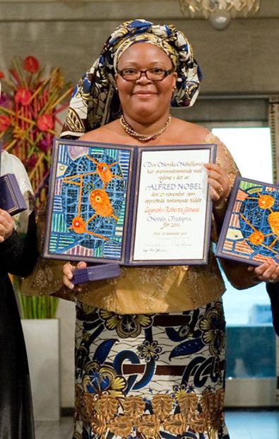 Leymah Gbowee with her Nobel diploma