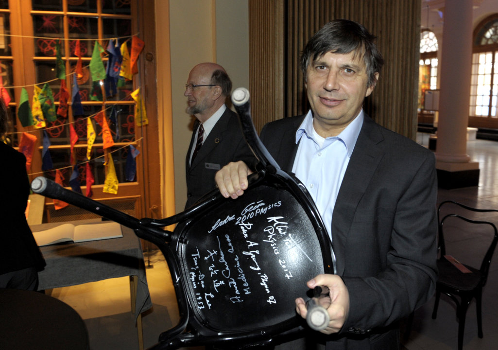 Andre Geim autographs a chair