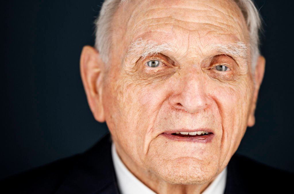 John Goodenough official Nobel portrait