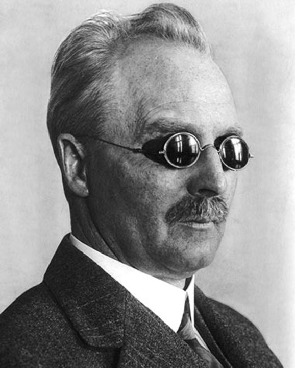 Portrait of Gustaf Dalén, 1926.  Public domain via Wikimedia Commons