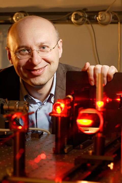 Stefan Hell in the laboratory. Photo © Max Planck Institute for Biophysical Chemistry