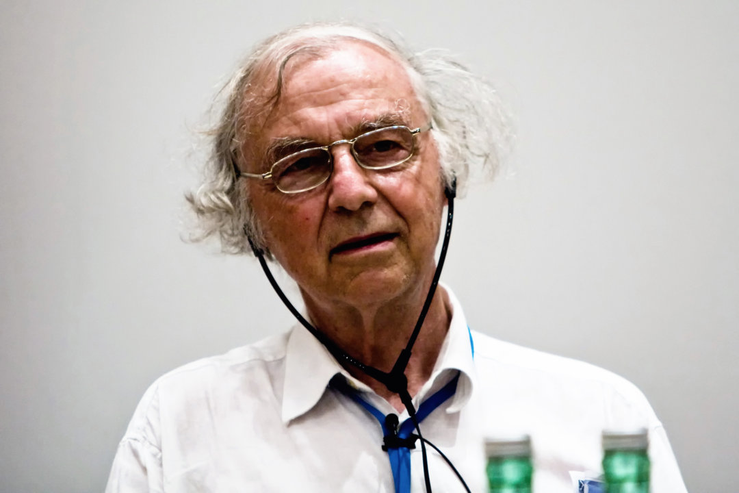 Robert Huber photographed in the middle of a scientific discussion