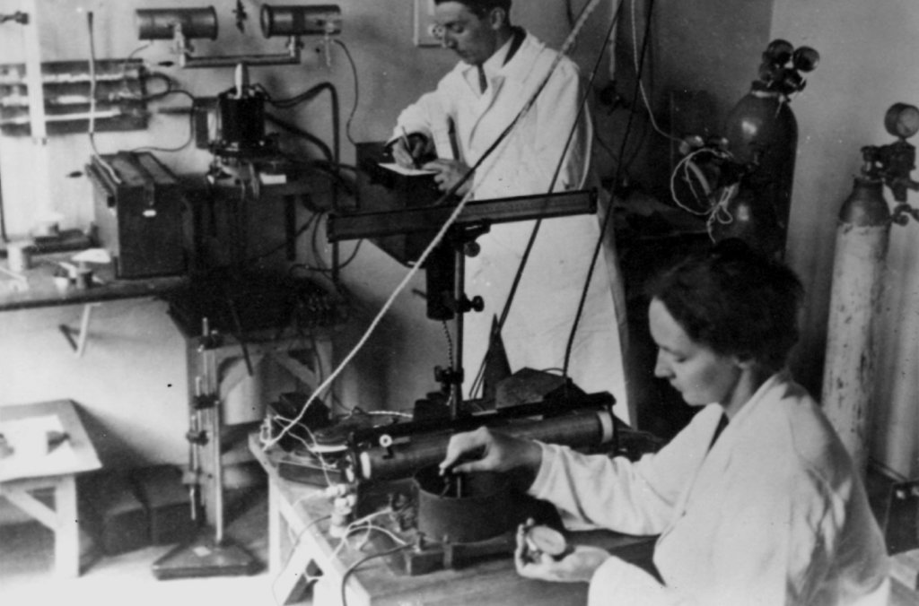 Frédéric and Irène Joliot-Curie in their physics laboratory