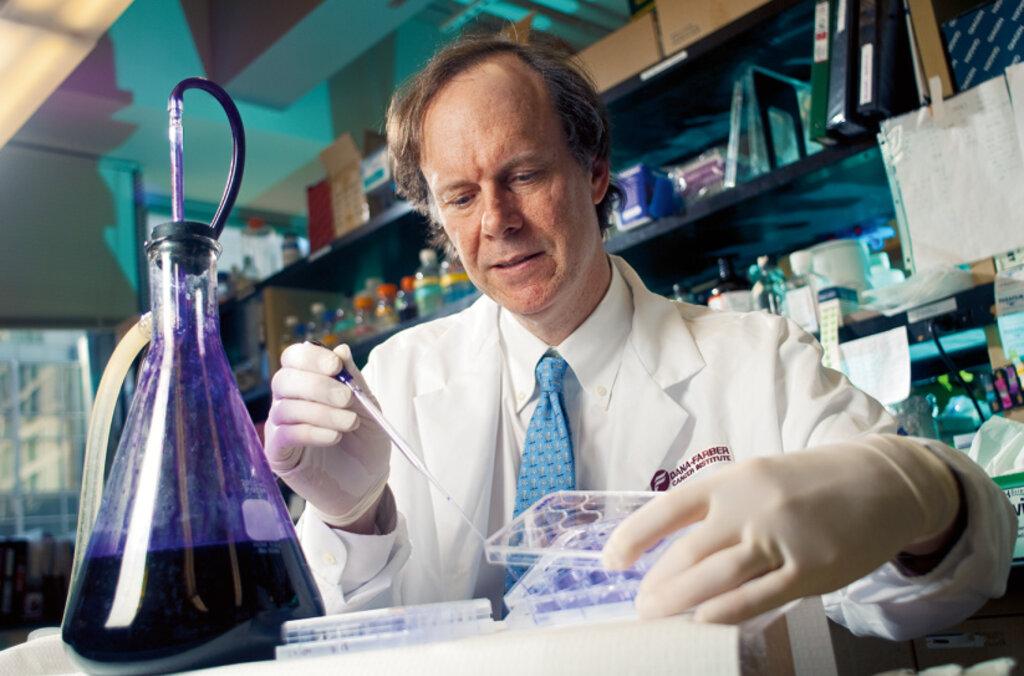William G. Kaelin Jr in the laboratory