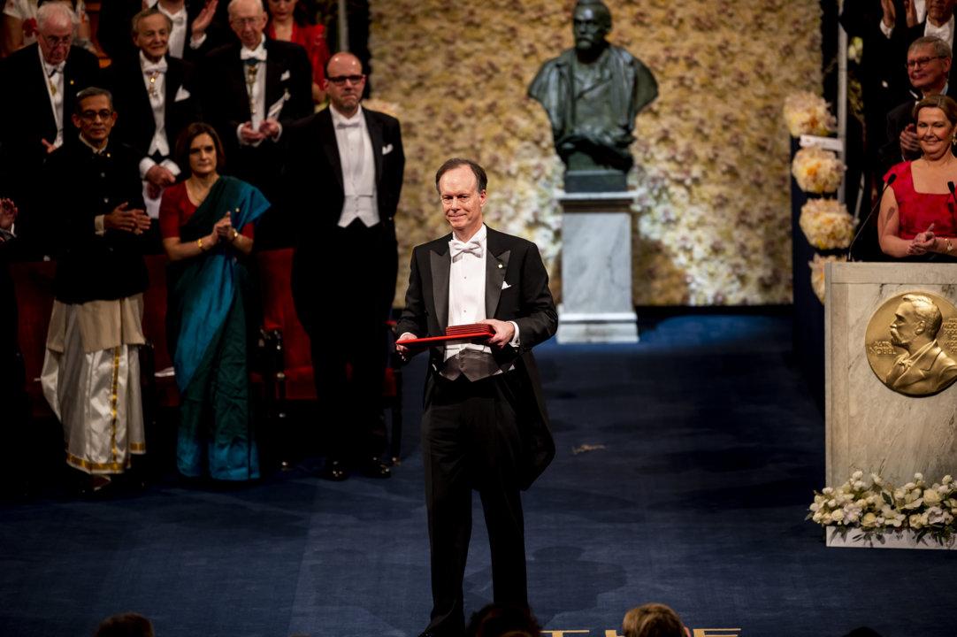 William G. Kaelin Jr after receiving his Nobel Prize