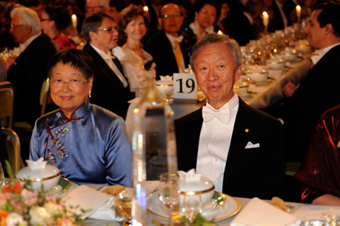 Charles K. Kao (right), with his wife Mrs May W. Kao left) at the Nobel Banquet