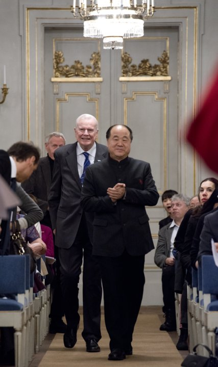 Mo Yan arrives to the Swedish Academy to deliver his Nobel Lecture