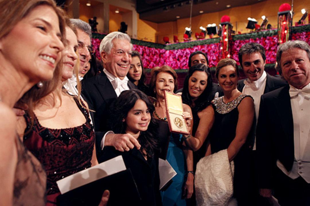 Mario Vargas Llosa with relatives