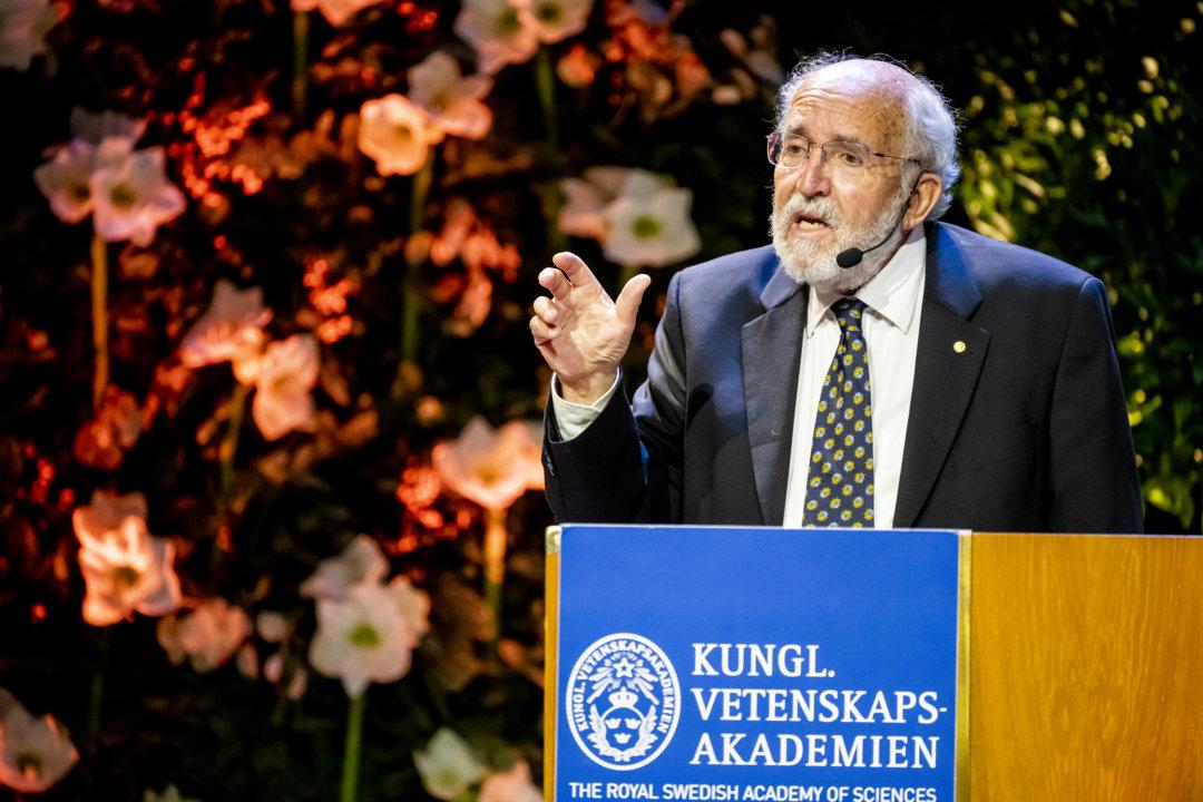 Michel Mayor delivering his Nobel Lecture