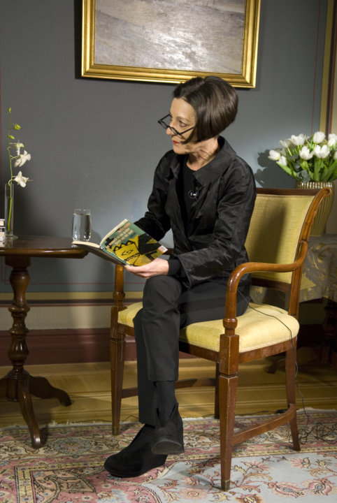 Herta Müller reads an extract from her book.