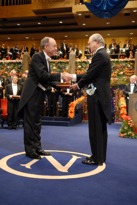 Roger B. Myerson receiving his Prize