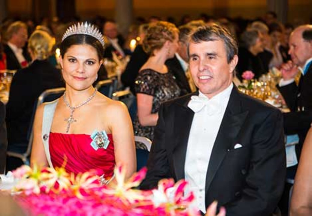 Sweden's Crown Princess Victoria and Eric Betzig at the table of honour at the Nobel Banquet.